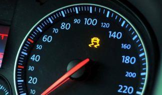 Brems-Warnleuchte geht an: Sofort in die Werkstatt (Foto)