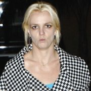 Upps, Britney Spears wurde vom Blitzlicht des Fotografen sichtlich überrascht. So wie ihr, geht es vielen Stars.
