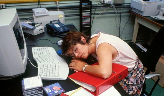 Büroschlaf (Foto)