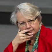 Bundesbildungsministerin Annette Schavan muss weiter zittern.
