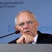 Schäuble erleichtert! Flüchtlinge kosten weniger, als befürchtet (Foto)