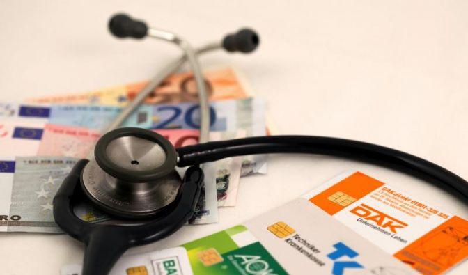 Bundesgesundheitsminister Daniel Bahr (FDP) fordert Kassen zu Beitragsrückerstattung auf. (Foto)