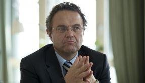 Bundesinnenminister Hans-Peter Friedrich (CSU) hat mit einer Personalentscheidung überrascht. (Foto)