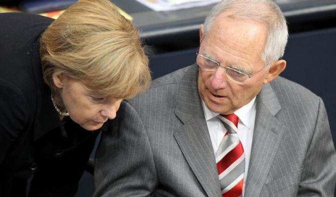 Bundeskanzlerin Angela Merkel (links) und Finanzminister Wolfgang Schäuble (Foto)