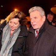 Bundespräsident Joachim Gauck (r.) gemeinsam mit seiner Lebensgefährtin Daniela Schadt: Blitzbesuch in Afghanistan.