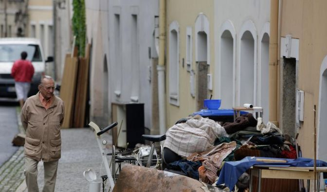 Bundesregierung stellt Hilfe für Flutopfer in Aussicht (Foto)