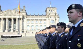 Bundeswehr-Geloebnis am Reichstag (Foto)