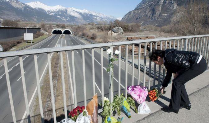 Busunglück in der Schweiz: Eltern nehmen Abschied (Foto)