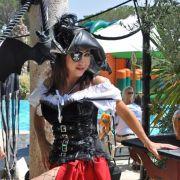 ... Carmen (neben dem passenden Outfit) auch über eine standesgemäße Yacht. Ihre Indigo Star ist schlappe 38 Meter lang.