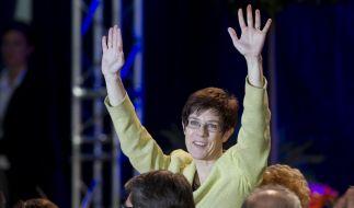 CDU-Ministerpräsidentin Annegret Kramp-Karrenbauer hat gut Lachen: Ihre Partei gewann die Wahl. (Foto)