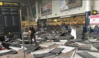 Chaos am Brüsseler Flughafen: Nach einer heftigen Explosion liegt die Abflughalle in Trümmern. (Foto)