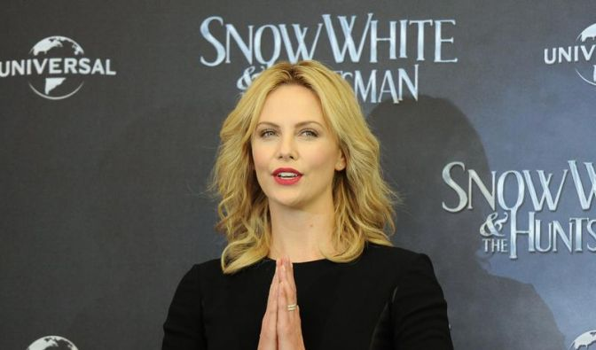 Charlize Theron brilliert in Märchenfilm «Snow White» (Foto)