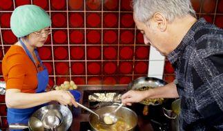Christian Rach, der Restauranttester, bekommt es in der ersten neuen Folge mit monströsen Zuständen in einem China-Imbiss in Hamburg zu tun. (Foto)