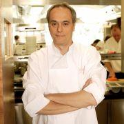 Nach ersten Gehversuchen in Hamburger Restaurants ließ er sich in Grenoble und Wien zum Koch ausbilden, bevor er in seine Wahlheimat zurückkehrte. 1986 eröffnete Rach in Hamburg das innerstädtische Restaurant Leopold.