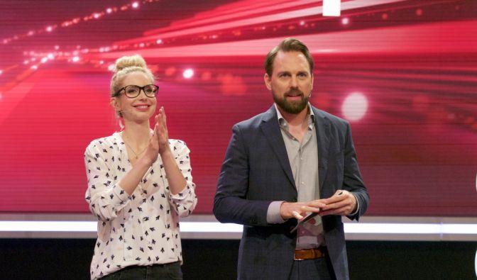 """Christian Stenger und Steven Gätjen suchen das """"Superhirn 2016"""". (Foto)"""