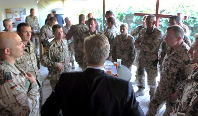 Christian Wulff besuchte die Truppe in Afghanistan. (Foto)