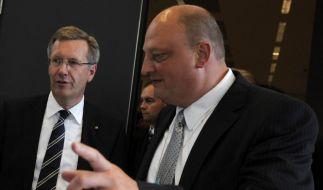 Christian Wulff (links) und sein Ex-Sprecher Olaf Glaeseker: Im Schatten der Korrputionsvorwürfe gehen ihre Meinungen darüber, ob sie gute Freunde waren, weit auseinander. (Foto)
