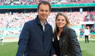 Claus Lufen (WDR), berichtet als ARD-Moderator von allen sportlichen Großereignissen. Nia Künzer, ehemalige Nationalspielerin, ist die Frauenfußball-Expertin der ARD. (Foto)