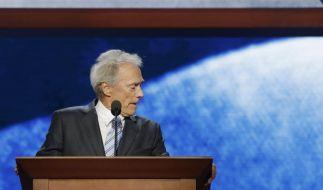Clint Eastwood bei seinem bizarren Auftritt. (Foto)