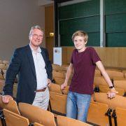 Conrad Lempert mit seinem Professor: Conrad Lempert ist mit 14 Jahren der jüngste Student Deutschlands. (Foto)