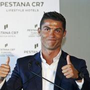 Cristiano Ronaldo wird derzeit eine Beziehung zu einer von Spaniens schönsten Frauen nachgesagt. Was der Fußball-Star wohl davon hält? (Foto)