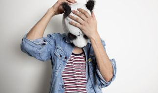 Cro zeigt sich immer nur mit Pandamaske. Auch die Musik ist für HipHop-Verhältnisse eher süß. (Foto)