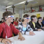 Mit der 3-D-Brille im Matheunterricht: Cyber Classrooms helfen künftig, komplexe Unterrichtsstoffe zu vermitteln.