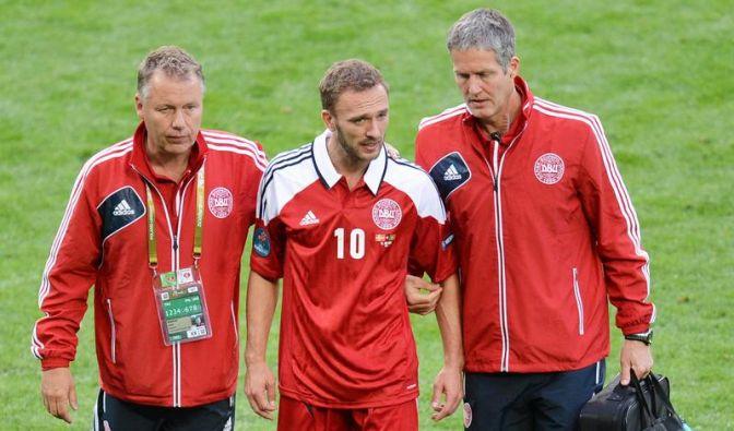 Dänen vor Deutschland-Spiel am Boden (Foto)