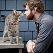 Haarig: Dan Mangan mit Katze.
