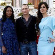 Daniel Craig mit den Bond-Girls Naomie Harris (l.) und Bérénice Marlohe.