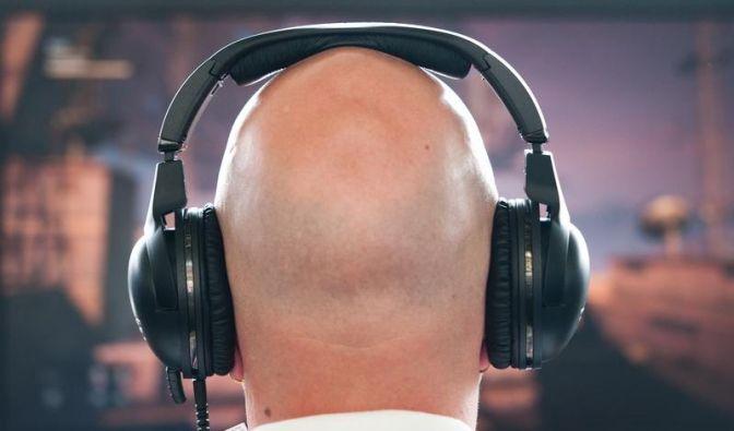 Darf man mit Kopfhörern Auto fahren? (Foto)