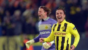 Darf sich Mario Götze tatsächlich mit dem Champions-League-Pokal von seinen Kollegen und den BVB-Fans in Richtung München verabschieden? (Foto)