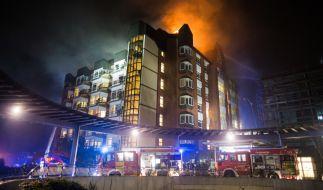 Das Bochumer Bergmannsheil-Krankenhaus bietet am Freitagmorgen ein Bild des Schreckens. (Foto)