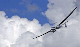 Das Brennstoffzellenflugzeug Antares DLR-H2 beim Jungfernflug am Dienstag in Hamburg.  (Foto)