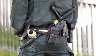 Das Bundesinnenministerium soll die weißrussischen Polizei mit Schlagstöcken ausgerüstet haben. (Foto)