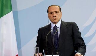 Das Chaos in der eigenen Partei, der Ärger vor Gericht: Sivlio Berlusconi hat genug. Er verzichtet auf einem Spitzenkandidatur im nächsten Jahr. (Foto)