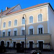 Das einst denkmalgeschützte Haus in Braunau am Inn, in dem Adolf Hitler 1889 geboren wurde, wird offiziell enteignet - doch was danach mit dem Haus geschieht, ist noch nicht entschieden. (Foto)