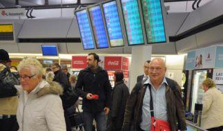 Das Ehepaar Siegert aus Oberursel kommt auf dem Flughafen Tegel in Berlin aus Monastir an. Der Reise (Foto)