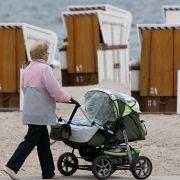 Das Familienministerium will Großeltern entlasten, die ihre Enkel betreuen.