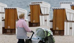Das Familienministerium will Großeltern entlasten, die ihre Enkel betreuen. (Foto)