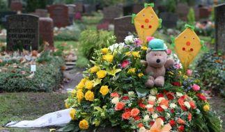 Das Grab des zu Tode misshandelten Kevin aus Bremen. Jetzt greift die Hansestadt durch - und will Ki (Foto)
