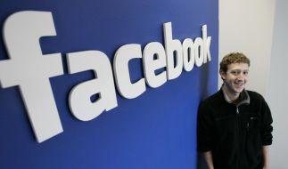 Das Grinsen ist Mark Zuckerberg nicht vergangen, aber mit dem Facebook-Börsengang ist er finanziell ins Hintertreffen geraten. (Foto)
