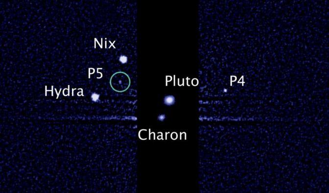 Das Hubble-Foto zeigt im Kreis den zuletzt entdeckten Pluto-Mond. (Foto)