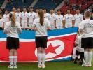 Das ist die richtige Flagge: Die Frauen-Elf aus Nordkorea. (Foto)