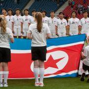 Das ist die richtige Flagge: Die Frauen-Elf aus Nordkorea.