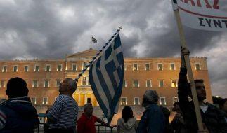 Das beschlossene Sparpaket könnte Griechenlands Regierung erneut sprengen. (Foto)