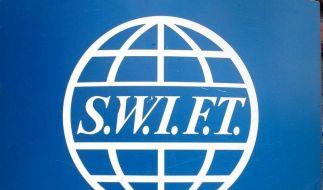Das SWIFT-Logo im Hauptsitz der Firma in Brüssel. (Foto)