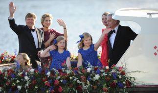 Das Volk jubelt dem neuen König Willem-Alexander zu. (Foto)