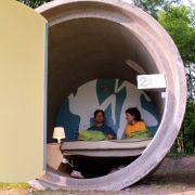 Hier wird nicht in die Röhre geguckt, sondern darin geschlafen: das Parkhotel in Bottrop.