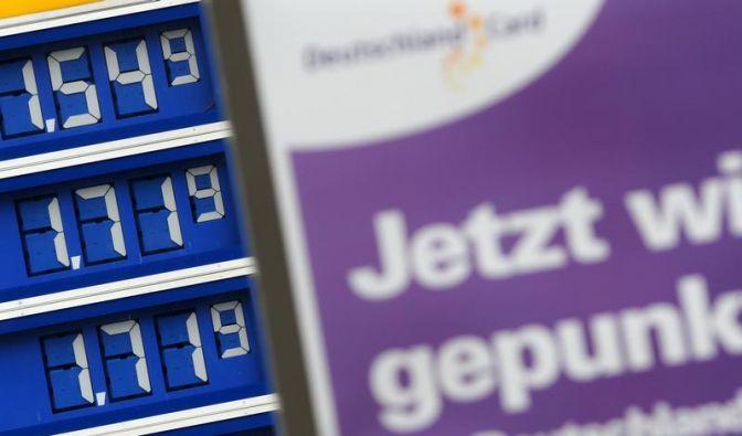 Debatte um Benzinpreise - Kartellamt kritisiert Ölkonzerne (Foto)